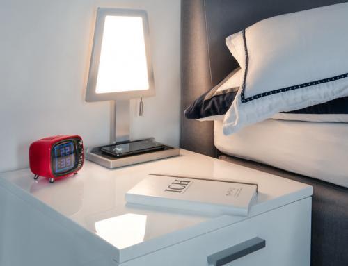 QI meets LED – Tischleuchte mit integriertem Ladegerät von Sompex